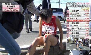 Khâm phục sự nỗ lực của VĐV Nhật Bản bò tới vạch đích